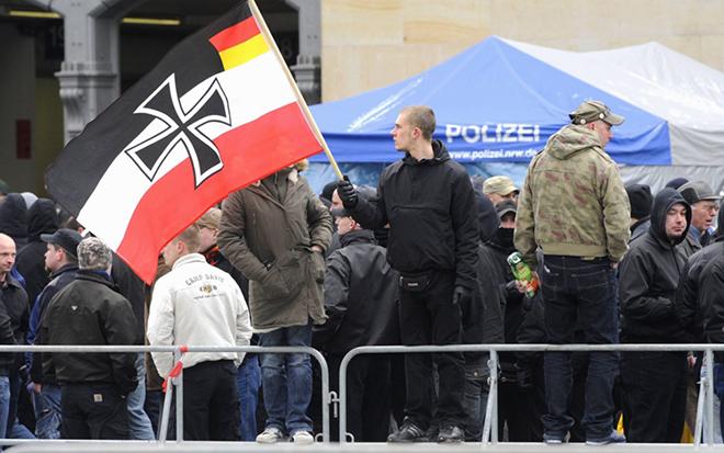 Una concentración de neonazis por las calles de Berlín.
